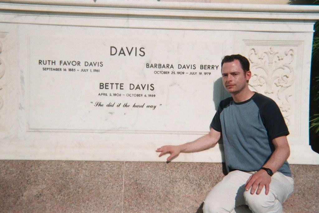 Bette Davis' Grave | BETTE DAVIS' GRAVE at Forest Lawn