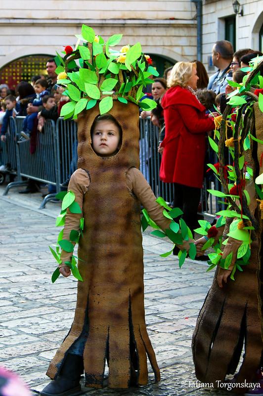 Четвертая карнавальная группа, деревья