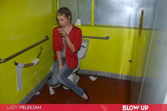 toilet on Girl caught
