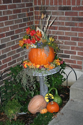 Fall outside decorations 2007 003 m bmom flickr for Pictures of fall decorations for outdoors
