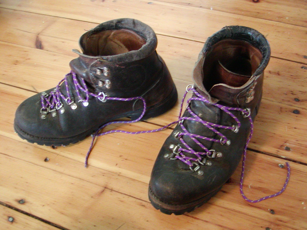 Hiking Boots That Look Like Dress Shoes