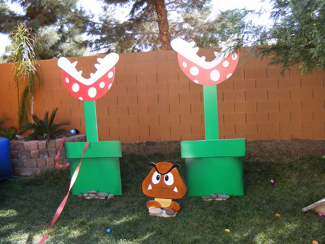 Super mario birthday party piranha plants and goomba for Mario decorations