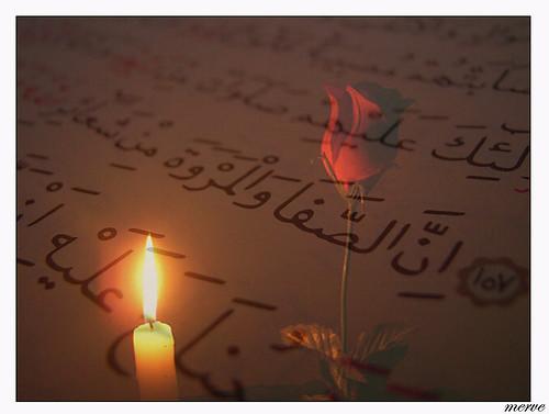 É permitido que a mulher no seu período menstrual recite o Alcorão e faça du'a?