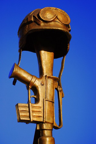 soldier helmet and rifle | by ETRONCOSO