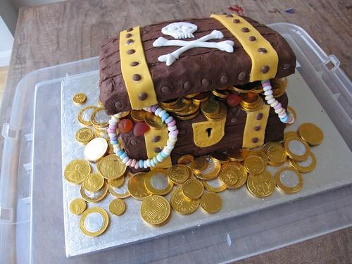 Easy Treasure Chest Cake