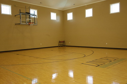 Indianapolis apartments avon linden square village in for Free inside basketball courts