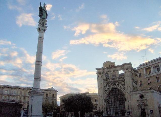 Lecce Piazza SantOronzo  Simbolo e fulcro di Lecce ...