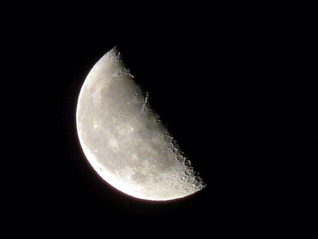 Waning Half Moon - Luna Cuarto Menguante | jasolo | Flickr
