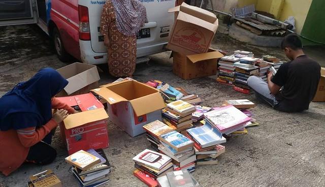 bantuan buku dan operasional