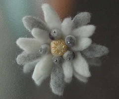 felted edelweiss | by MIREILLE美麗