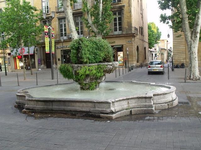 La fontaine des neuf canons cours mirabeau aix en for Aix en provence cours de cuisine