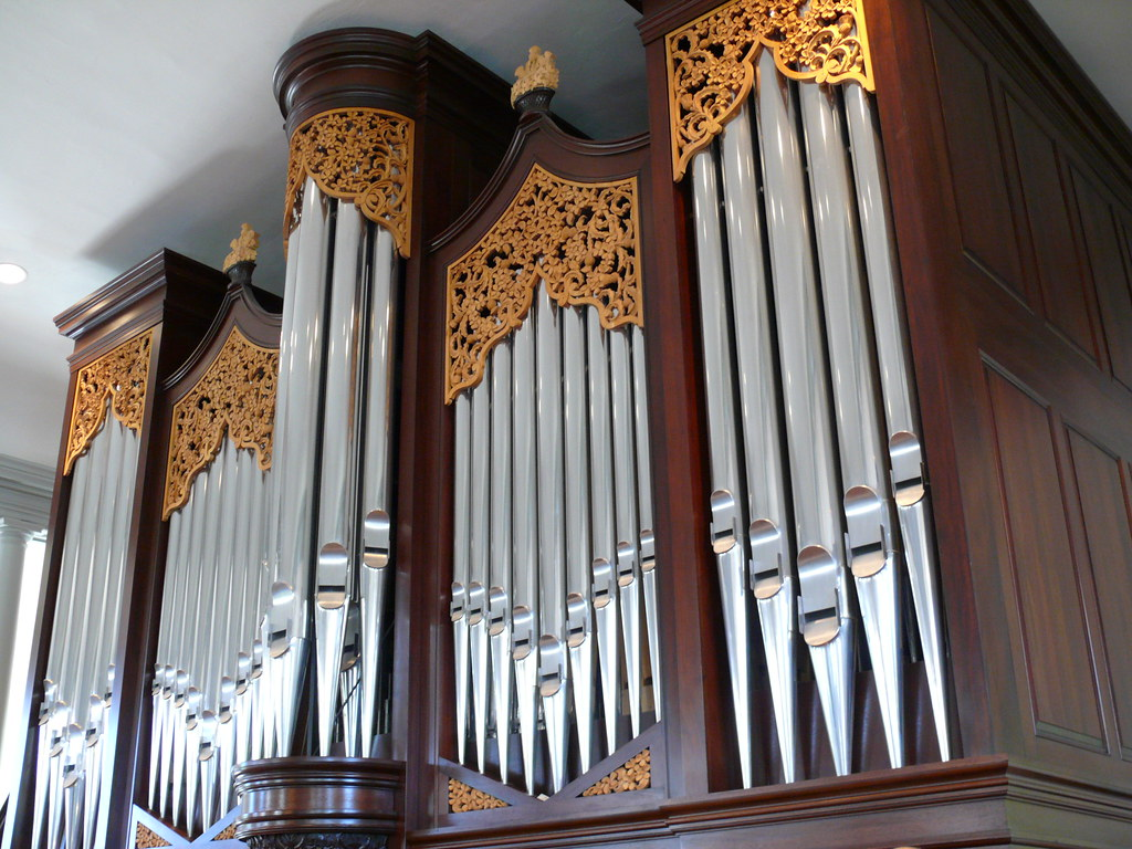 Lively fulcher pipe organ old presbyterian meeting house for Classic house organ sound