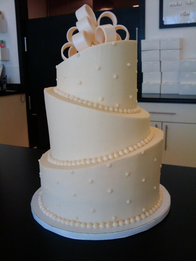 Topsy-Turvy Wedding Cake | email brian@retrobakerylv.com for… | Flickr