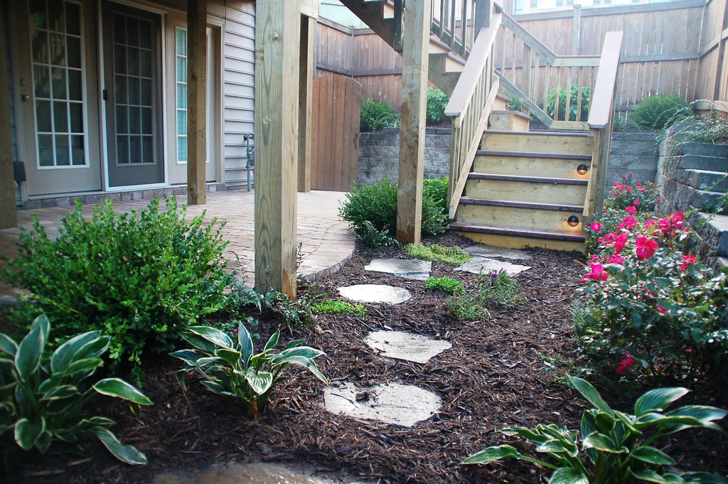 Backyard and Townhouse landscaping design, garden design ... on Townhouse Patio Design Ideas id=95870