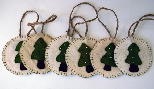 Felt christmas ornaments felt ornaments from a pattern for Create and decorate magazine free