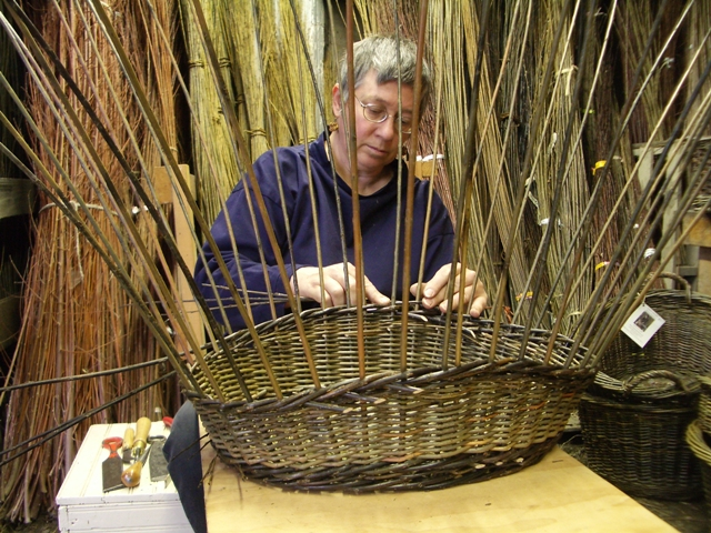 Willow Basket Weaving How To : Katherine lewis weaving the border on a willow oval garden