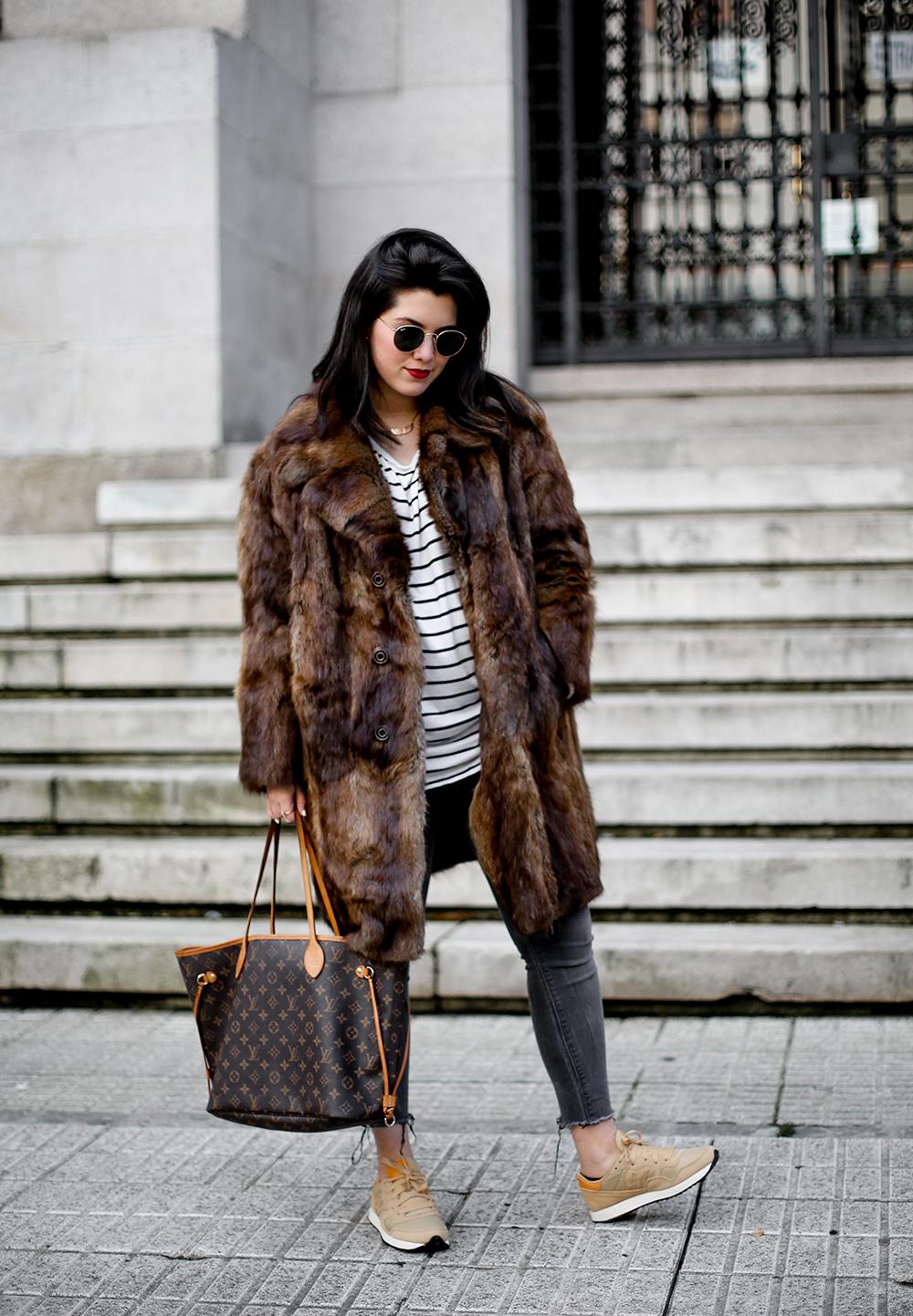 vintage-fur-coat-saucony-sneakers-look-myblueberrynightsblog11