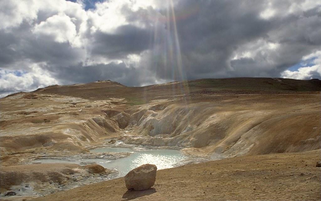 Hot spring leirhnjukur iceland hot spring at for Trodel mobel
