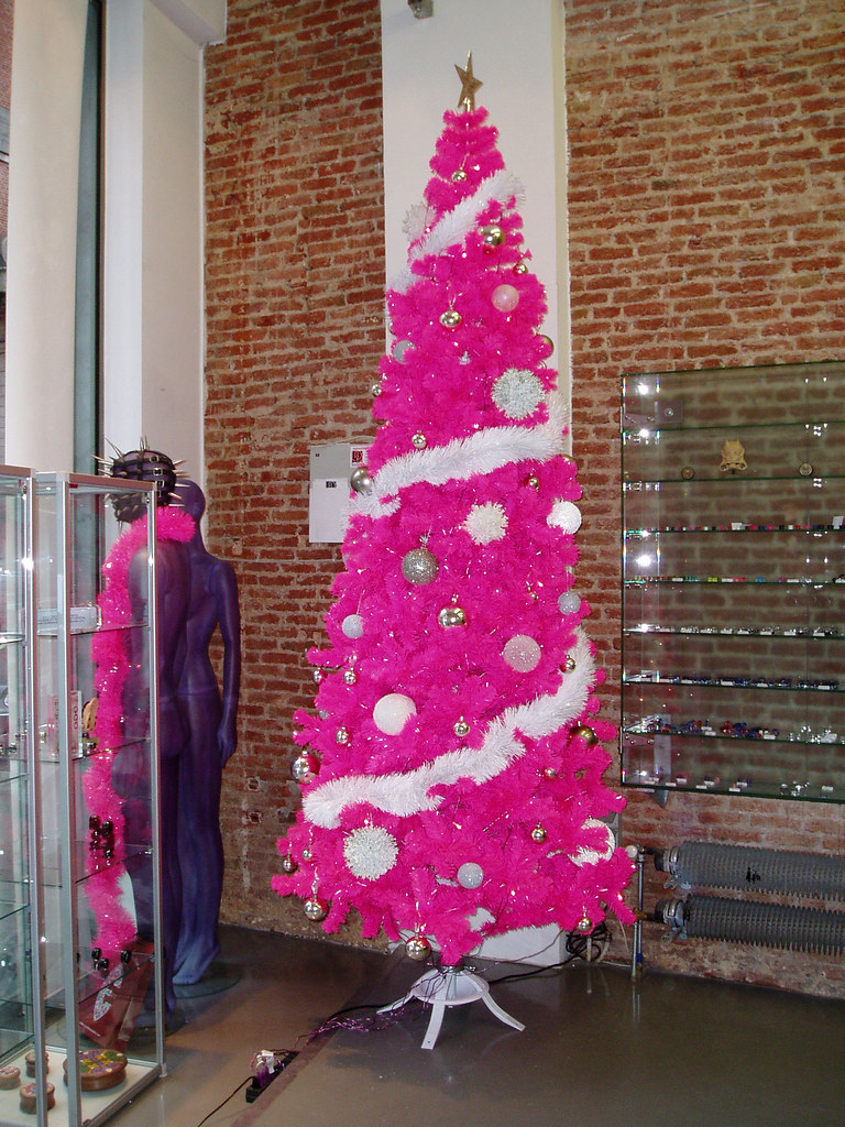 hot pink Christmas tree :D | This is no doubt one of the ...
