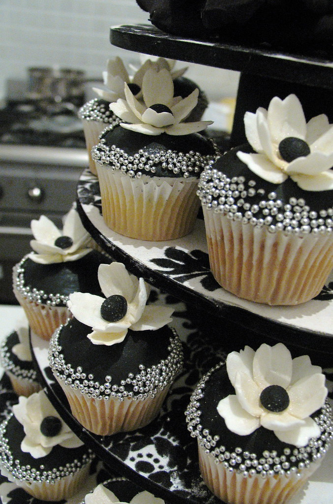black and white wedding cakes cupcakes for a photo shoot for a magazine made flowers 11848