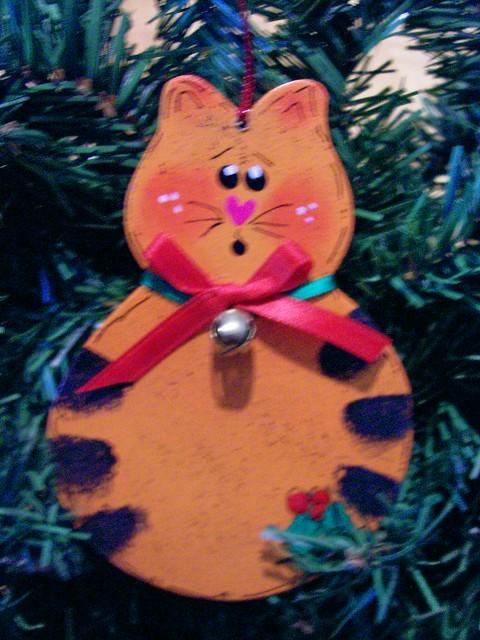 Cat wood ornament orange christmas decor wood crafts for Cat christmas ornaments craft