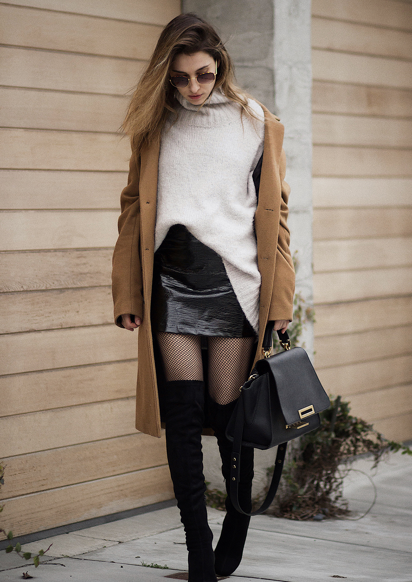 OVERSIZED CAMEL COAT AND PATENT SKIRT