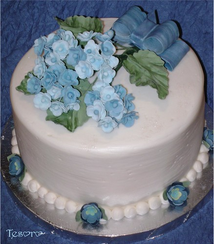 Cake Decorating Hydrangea Flowers : hydrangea cake Chocolate cake with frosted and filled ...