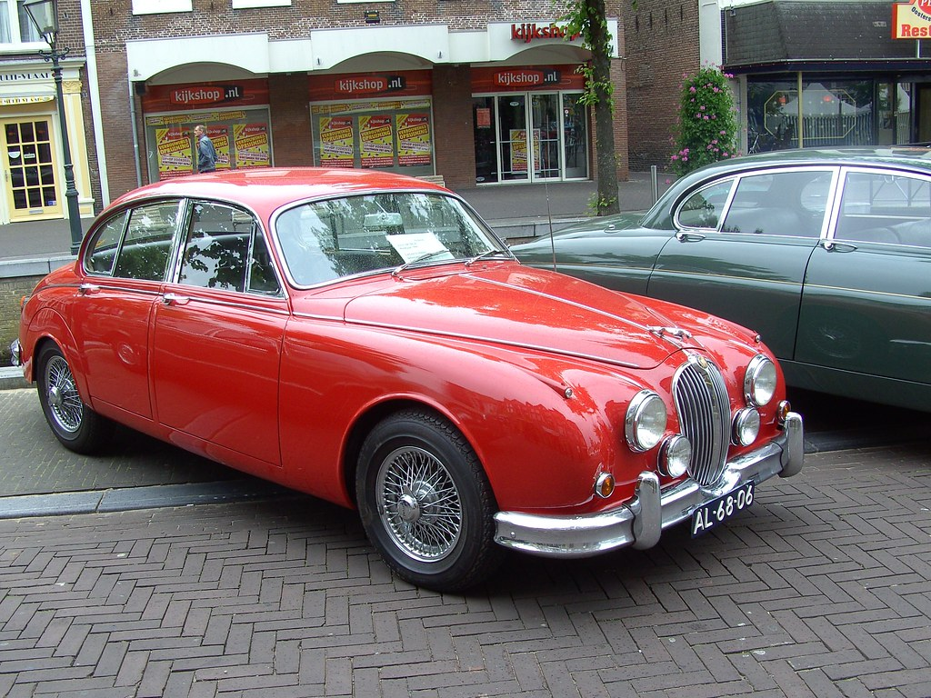 1966 jaguar mk ii 2 4l the perfect car for inspector. Black Bedroom Furniture Sets. Home Design Ideas