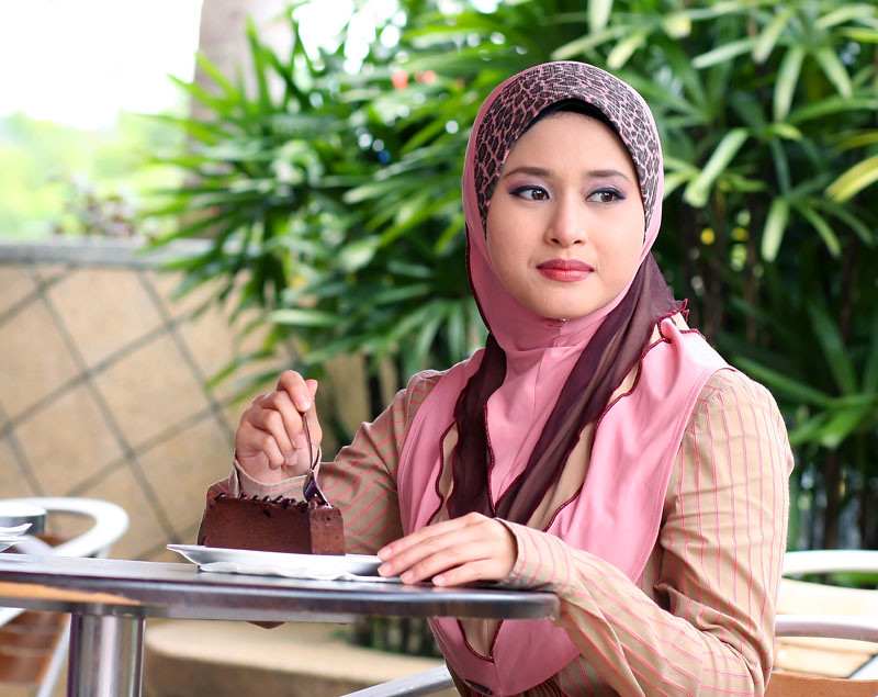green isle muslim girl personals Meet single women in green isle are you searching for a single woman with similar values and desires over 30 million single people are using zoosk to find people to date.