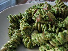 Spinach Walnut Pesto with Smoked Tofu & Whole Wheat Rotini | by eatme_delicious