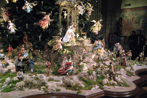 NYC - Metropolitan Museum of Art - Annual Christmas Tree a ...