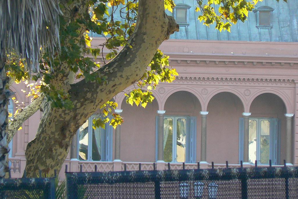 Famous eva peron balcony casa rosada this is where eva for Famous balcony