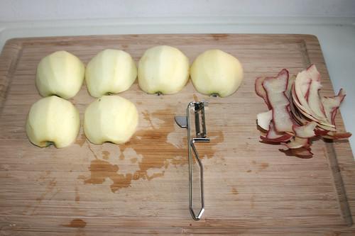 18 - Äpfel schälen / Peel apples