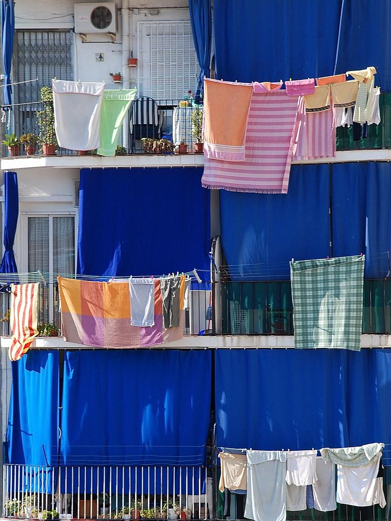 D a de banderas s banas y toallas en mi edificio de - Sabanas y toallas ...
