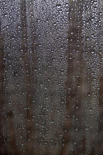 Serge gainsbourg vu de l 39 ext rieur simulant la pluja o for Gainsbourg vu de l exterieur