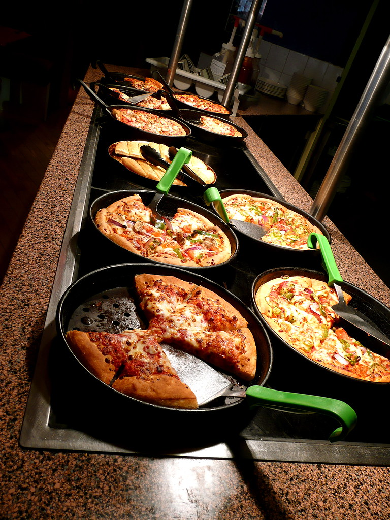 Pizza Hut lunch buffet - Theatre District; Milton Keynes ...