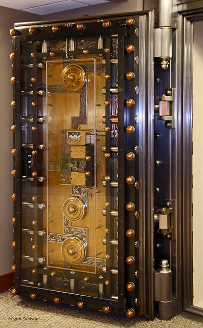 Bank Vault Door I Think It S Cool That You Can See The
