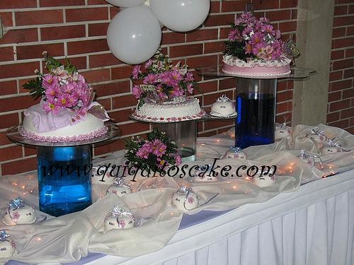 Decoraci n de mesa y elaboraci n de tortas para xv a os for Decoracion de pared para quinceanera