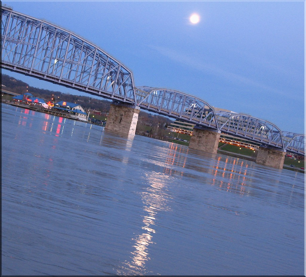 Mooning Over New Missoni: Moon Over Ohio River....must View Large !