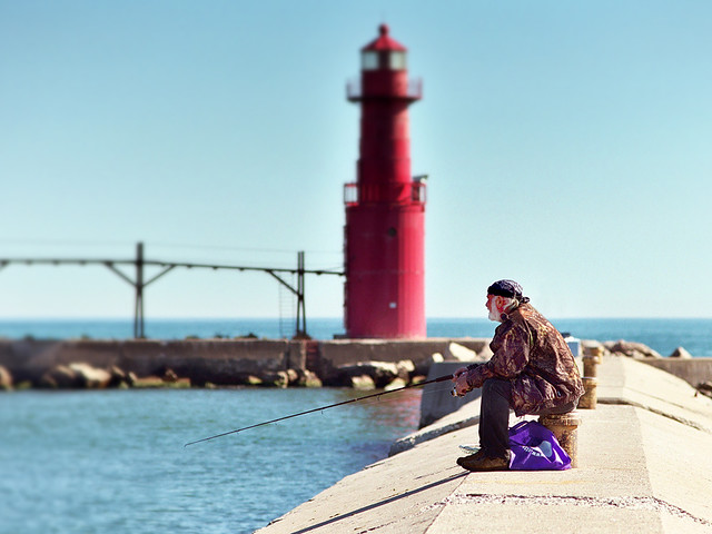 Fishin 39 fishing off the breakwater pier in algoma for Fishing off a pier