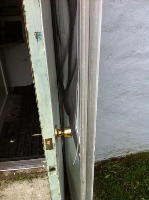 Door Outward So Doesnt Block Kitchen