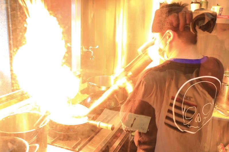 【美食】札幌炎神拉麵*1300度的炙燒讓每碗麵的誕生就像華麗的表演 | 桃園龜山/林口長庚美食 | 貝果桑