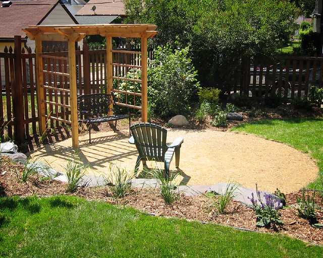 Crushed limestone seating area field outdoor spaces flickr for Canteros de jardin