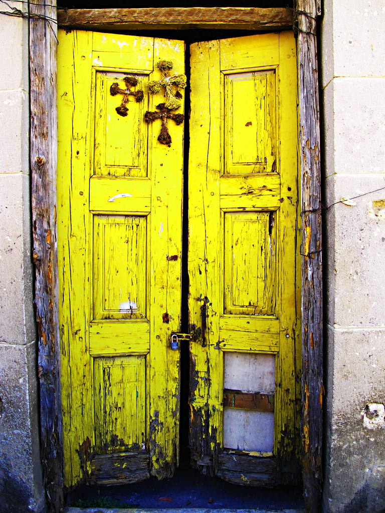 ... The Three Crosses on the yellow door | by Rod Anzaldua & The Three Crosses on the yellow door | Rodolfo Anzaldua | Flickr pezcame.com