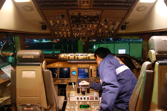 China airlines cargo boeing 747 409f b 18715 cockpit for Interieur 747 cargo