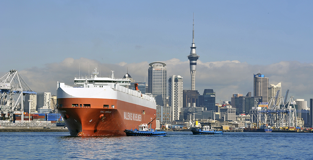 Containerschiff in Auckland