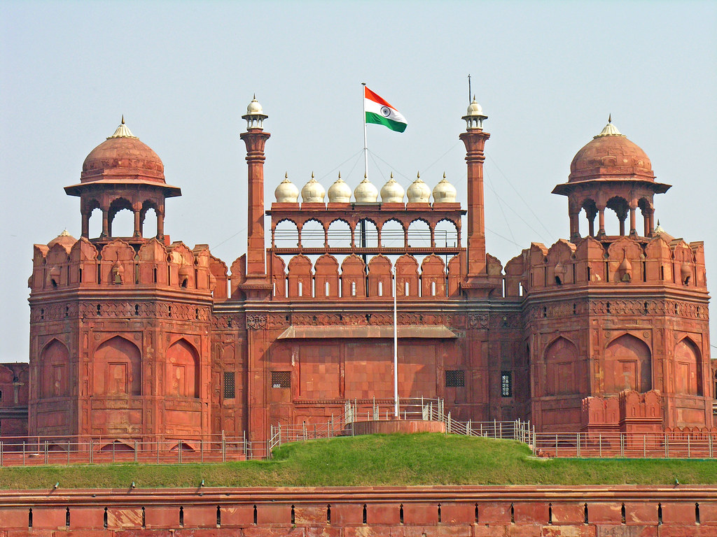 effect of pollution on delhi monuments like red fort