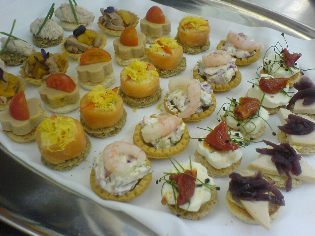Canapes crab meat with cream fraiche smoked duck with for Smoked salmon roulade canape