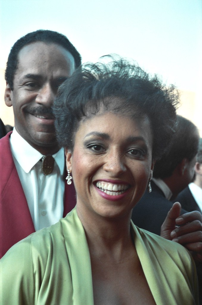 What Is Credit >> Tim Reed and Daphne Maxwell | 1990 Emmy Awards NOTE ...