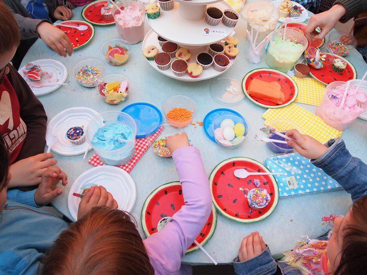 5 Cake Decorating Hacks : Cake decorating workshop for kids Cake decorating ...